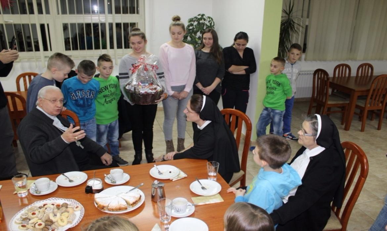 Apostolski nuncij u BiH mons. Pezzuto u posjeti Maloj školi